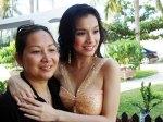Thuy Lam & mom