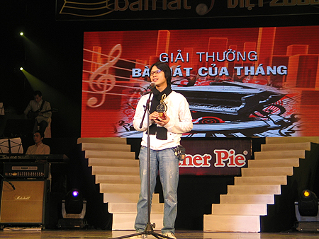 "Nguyễn Duy Hùng, author of ""12h"" who topped the chart until last week"