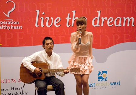 Phuong Vy & dad at some charity event