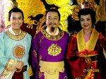 L-R: Hứa Vĩ Văn (Prince Sảm), Hoàng Dũng (King Lý Cao Tông), Lan Hương